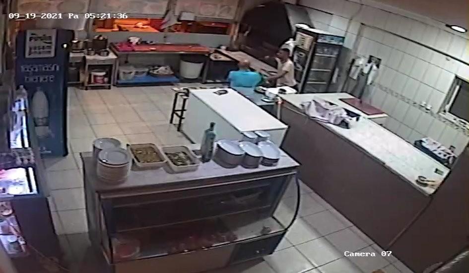 (ÖZEL) Ustabaşını bıçakla rehin alan garson, öncesinde ustayı gasp etmiş